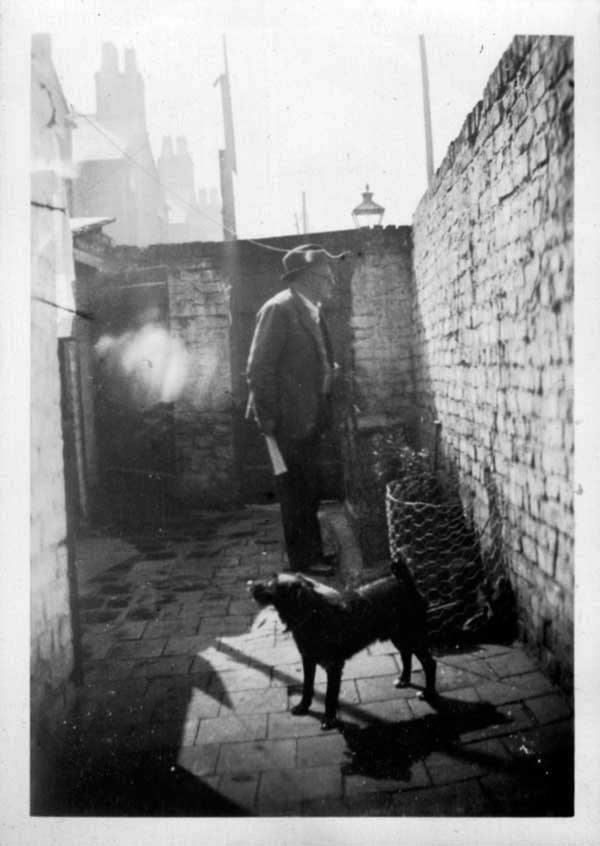 Liverpool back yard scene 1920's // Flickr credit R.P.T.Owen