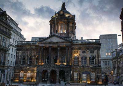 1024px-Liverpool_Townhall_(7684898060)