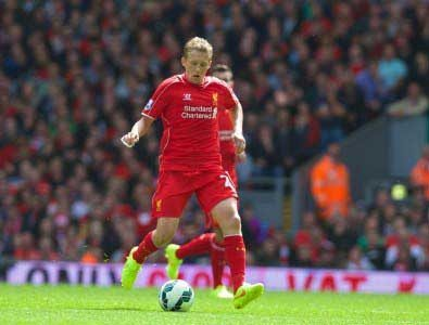 Lucas Leiva going as quickly as he can, the poor lad. (CREDIT: David Rawcliffe/Propaganda)