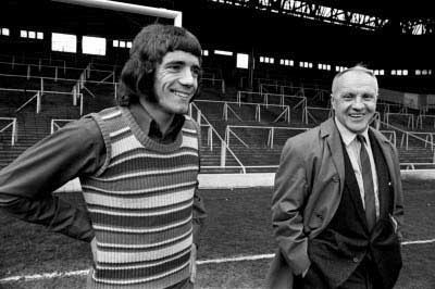 Kevin Keegan signs for Liverpool