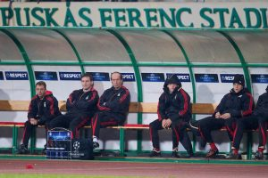 BUDAPEST, HUNGARY - Tuesday, November 24, 2009: Liverpool's manager Rafael Benitez and his bench during the 1-0 UEFA Champions League Group E victory over Debreceni VSC at the Ferenc Puskas Stadium. L-R: manager Rafael Benitez, fitness coach Paco De Miguel, senior physiotherapist Rob Price, club Doctor Mark Waller, Jay Spearing, Martin Skrtel, Sotirios Kyrgiakos, goalkeeper Diego Cavalieri. (Pic by David Rawcliffe/Propaganda)