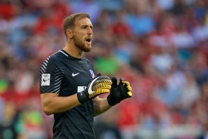 MUNICH, GERMANY - Tuesday, August 1, 2017: AtlÈtico de Madrid's goalkeeper Jan Oblak during the Audi Cup 2017 match between Club S.S.C. Napoli and AtlÈtico de Madrid at the Allianz Arena. (Pic by David Rawcliffe/Propaganda)