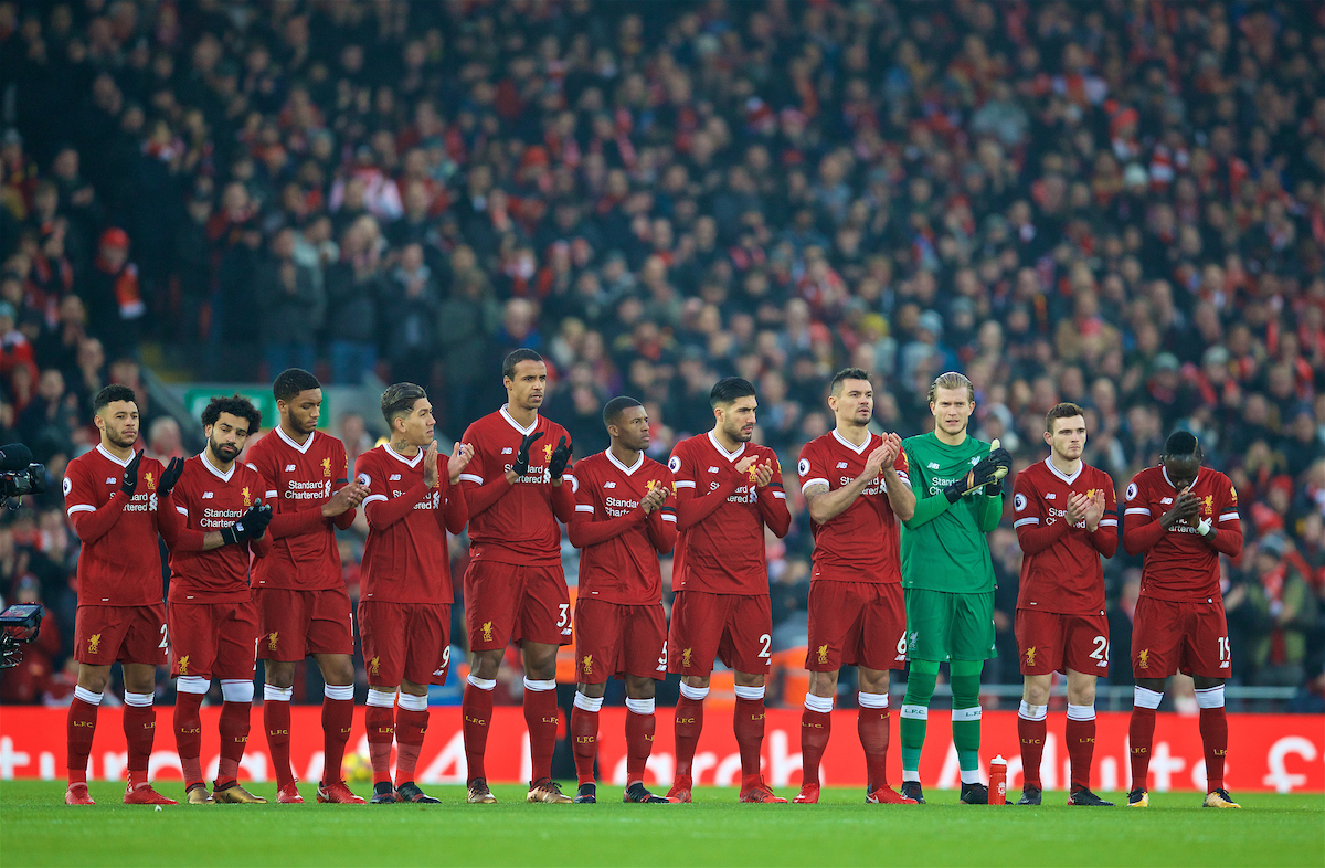 LIVERPOOL, ENGLAND - Sunday, January 14, 2018: Liverpool players stand to remember former player Tommy Lawrence during the FA Premier League match between Liverpool and Manchester City at Anfield. (Pic by David Rawcliffe/Propaganda)