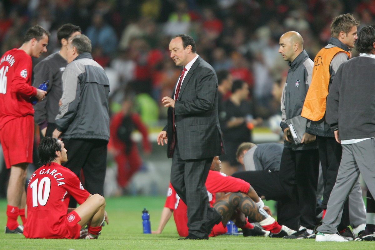 ISTANBUL, TURKEY - WEDNESDAY, MAY 25th, 2005: Liverpool's manager Rafael Benitez talks to Luis Garcia as the game goes into extra time against AC Milan during the UEFA Champions League Final at the Ataturk Olympic Stadium, Istanbul. (Pic by David Rawcliffe/Propaganda)