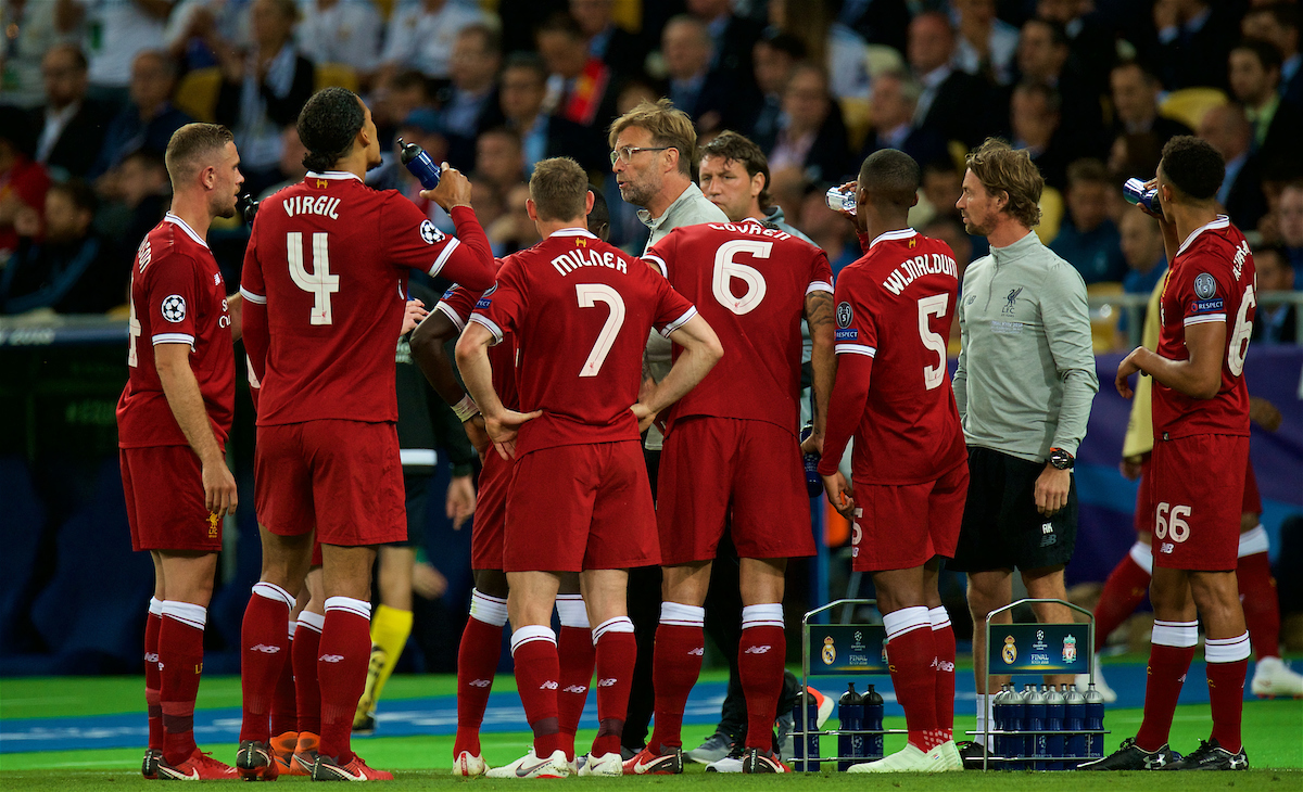 KIEV, UKRAINE - Saturday, May 26, 2018: Liverpool's manager Jürgen Klopp speaks to his players during the UEFA Champions League Final match between Real Madrid CF and Liverpool FC at the NSC Olimpiyskiy. (Pic by Peter Powell/Propaganda)