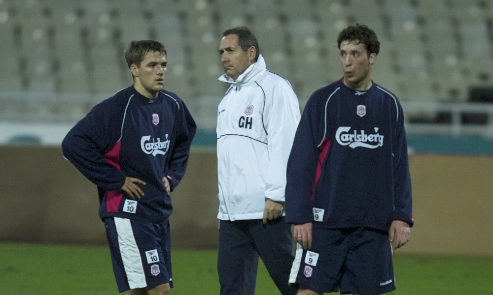 ATHENS, GREECE - Wednesday, November 22, 2000: Liverpool's Robbie Fowler (right), Michael Owen (left) and manager Gerard Houllier (centre) in action during a training session at the Olympic Stadium in Athens, ahead of their UEFA Cup 3rd round, 1st leg clash with Olympiakos. (Pic by David Rawcliffe/Propaganda)