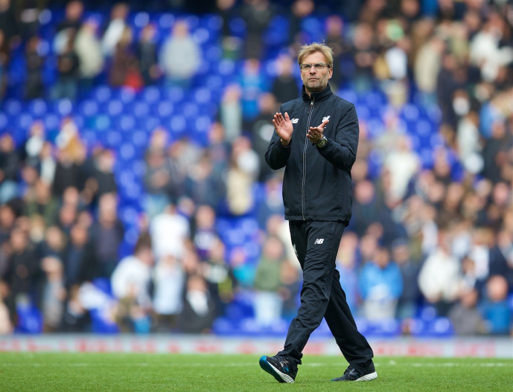 LONDON, ENGLAND - Saturday, October 17, 2015: Liverpool's manager Jürgen Klopp applauds the supporters after the goal-less draw with Tottenham Hotspur the Premier League match at White Hart Lane. (Pic by David Rawcliffe/Kloppaganda)