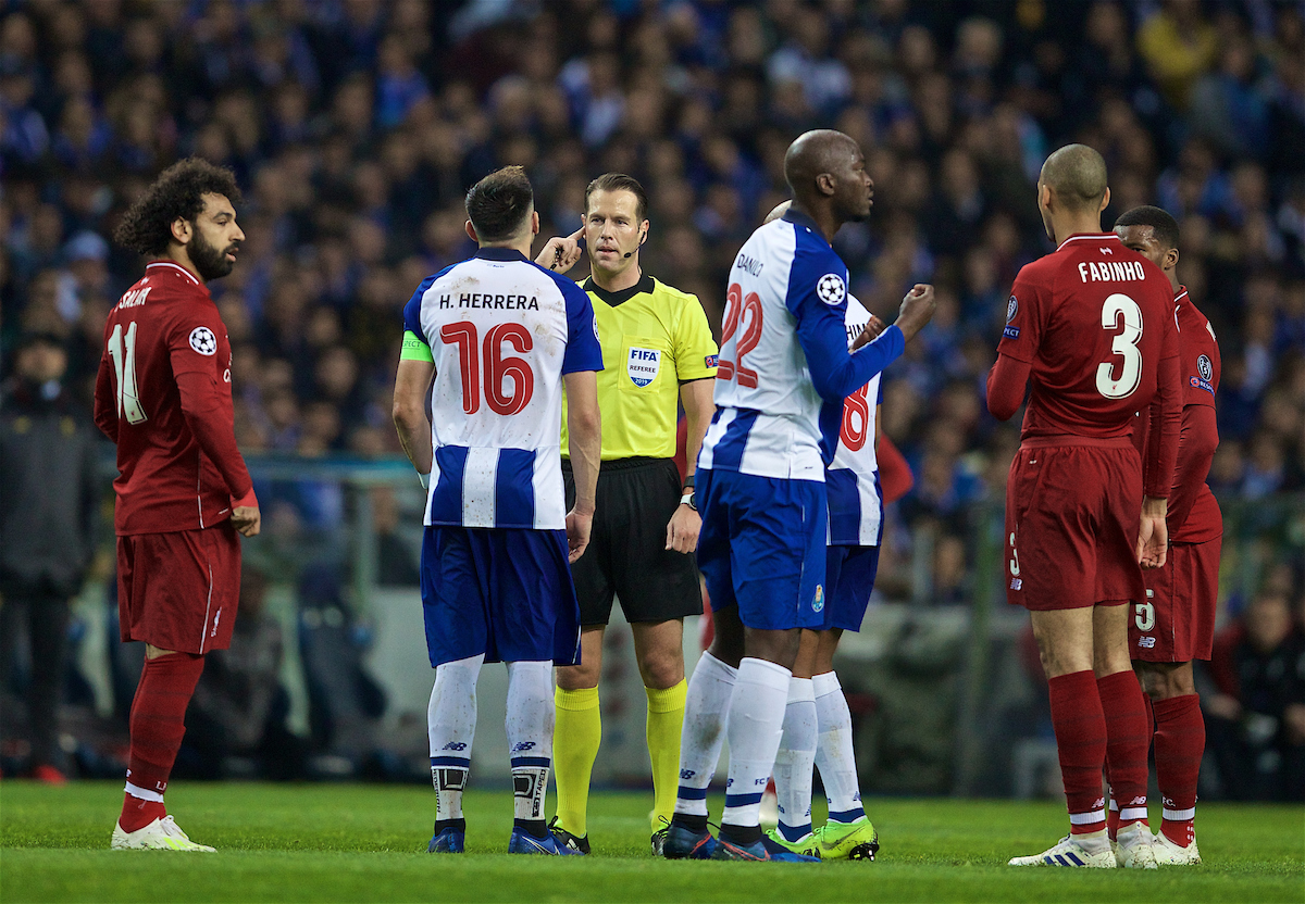 PORTO, PORTUGAL - Wednesday, April 17, 2019: Referee Danny Makkelie consults VAR during the UEFA Champions League Quarter-Final 2nd Leg match between FC Porto and Liverpool FC at Estádio do Dragão. (Pic by David Rawcliffe/Propaganda)