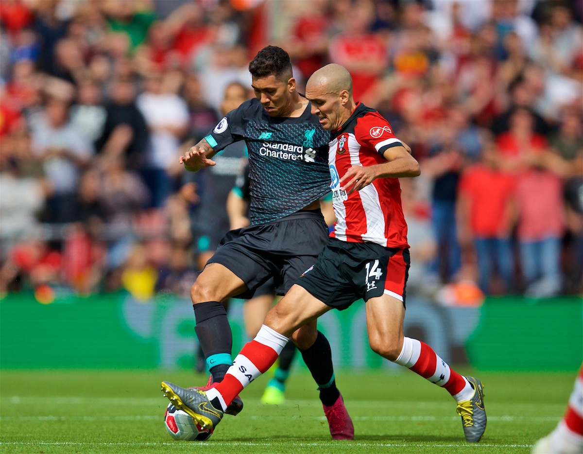 LIVERPOOL, ENGLAND - Saturday, August 17, 2019: Liverpool's Roberto Firmino (L) and Southampton's Oriol Romeu during the FA Premier League match between Southampton FC and Liverpool FC at St. Mary's Stadium. (Pic by David Rawcliffe/Propaganda)