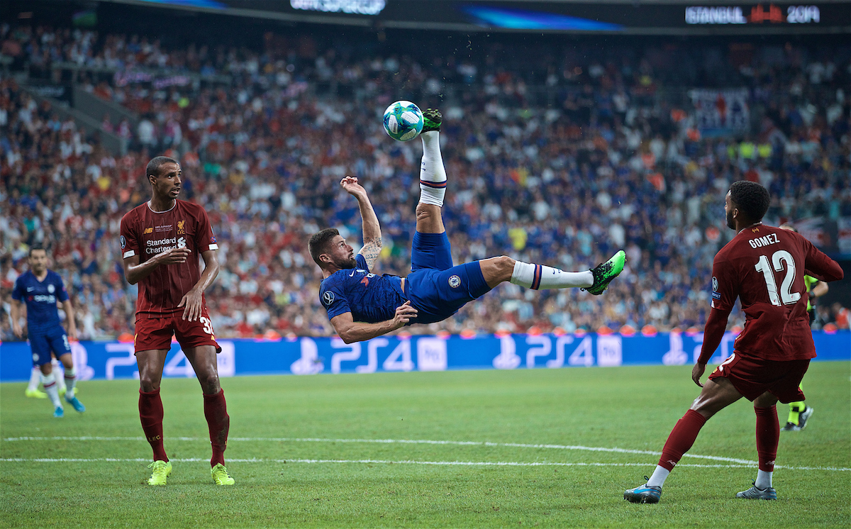 ISTANBUL, TURKEY - Wednesday, August 14, 2019: Chelsea's Olivier Giroud attempts an overhead bicycle kick during the UEFA Super Cup match between Liverpool FC and Chelsea FC at Besiktas Park. (Pic by David Rawcliffe/Propaganda)