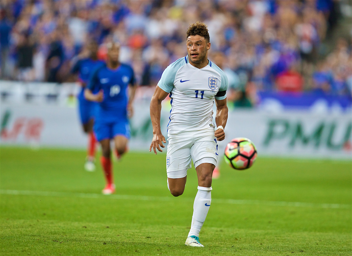 PARIS, FRANCE - Tuesday, June 13, 2017: England's Alex Oxlade-Chamberlain in action against France during an international friendly match at the Stade de France. (Pic by David Rawcliffe/Propaganda)