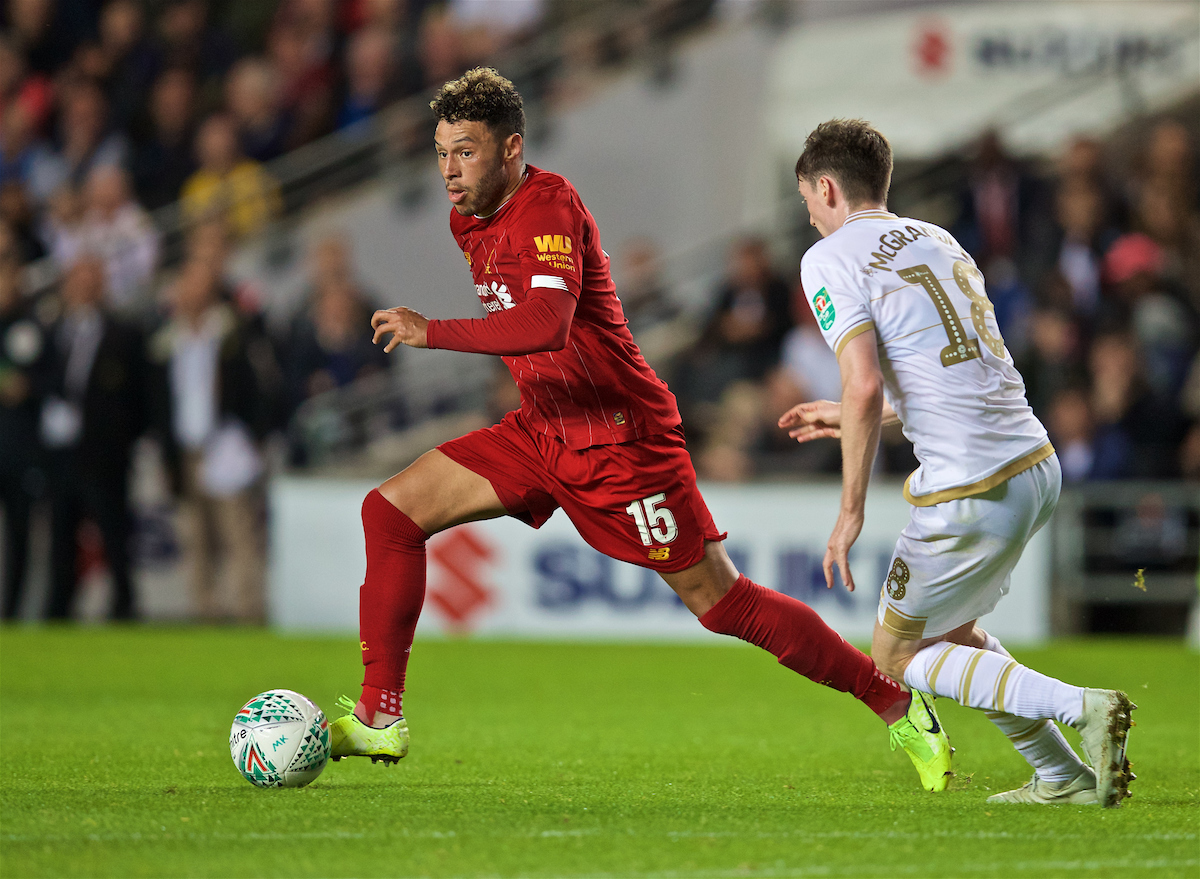 MILTON KEYNES, ENGLAND - Wednesday, September 25, 2019: Liverpool's Alex Oxlade-Chamberlain during the Football League Cup 3rd Round match between MK Dons FC and Liverpool FC at Stadium MK. (Pic by David Rawcliffe/Propaganda)