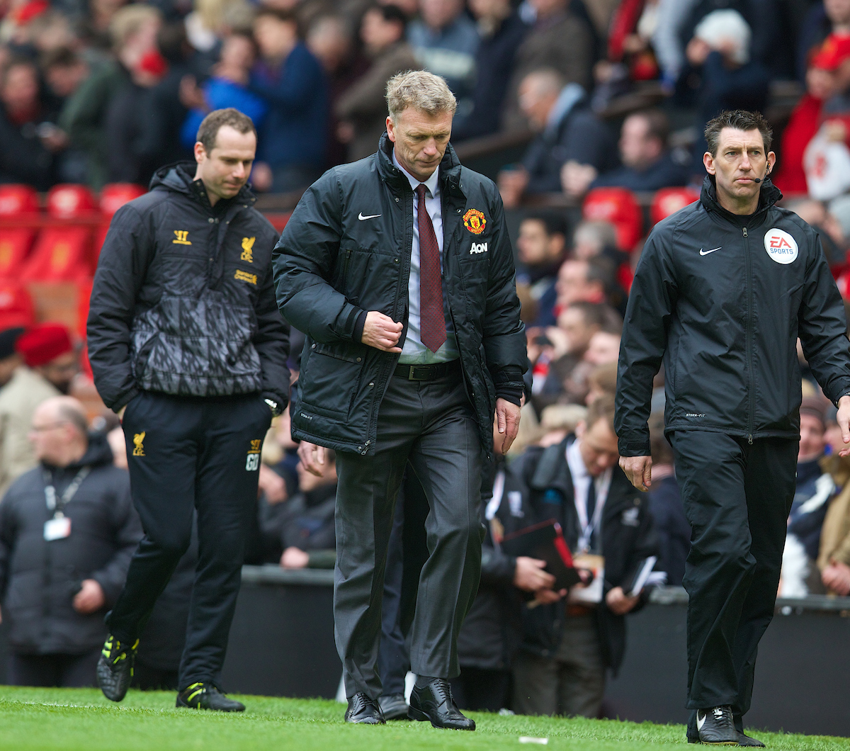 MANCHESTER, ENGLAND - Sunday, March 16, 2014: Manchester United's manager David Moyes looks dejected at half time during the Premiership match against Liverpool at Old Trafford. (Pic by David Rawcliffe/Propaganda)