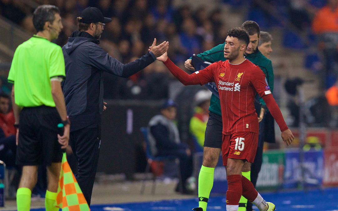 GENK, BELGIUM - Wednesday, October 23, 2019: Liverpool's double goal-scorer Alex Oxlade-Chamberlain shakes hands with manager Jürgen Klopp as he is substituted during the UEFA Champions League Group E match between KRC Genk and Liverpool FC at the KRC Genk Arena. (Pic by David Rawcliffe/Propaganda)