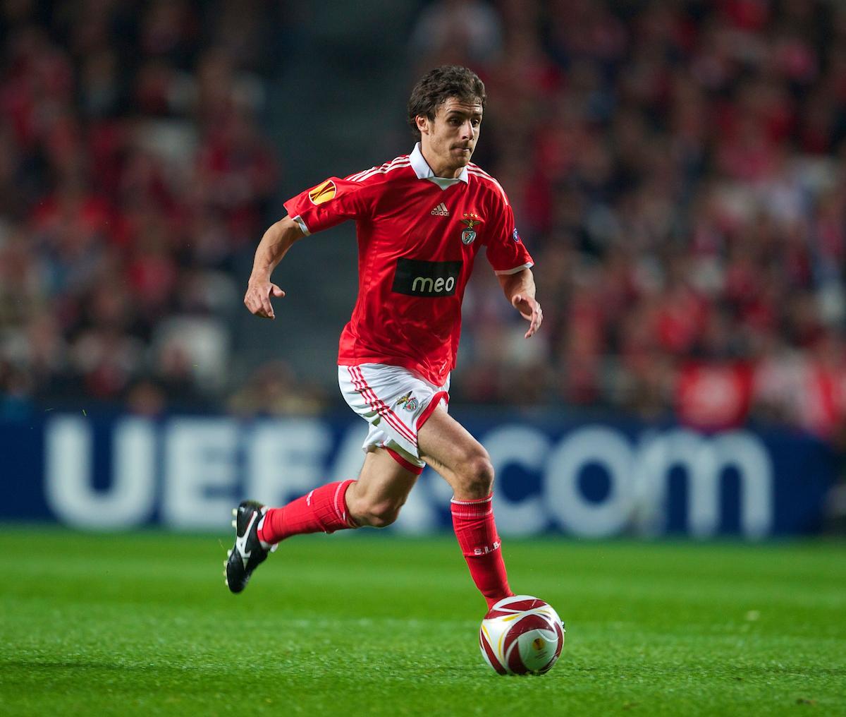 LISBON, PORTUGAL - Thursday, April 1, 2010: SL Benfica's Pablo Aimar during the UEFA Europa League Quarter-Final 1st Leg match Liverpool at the Estadio da Luz. (Pic by David Rawcliffe/Propaganda)