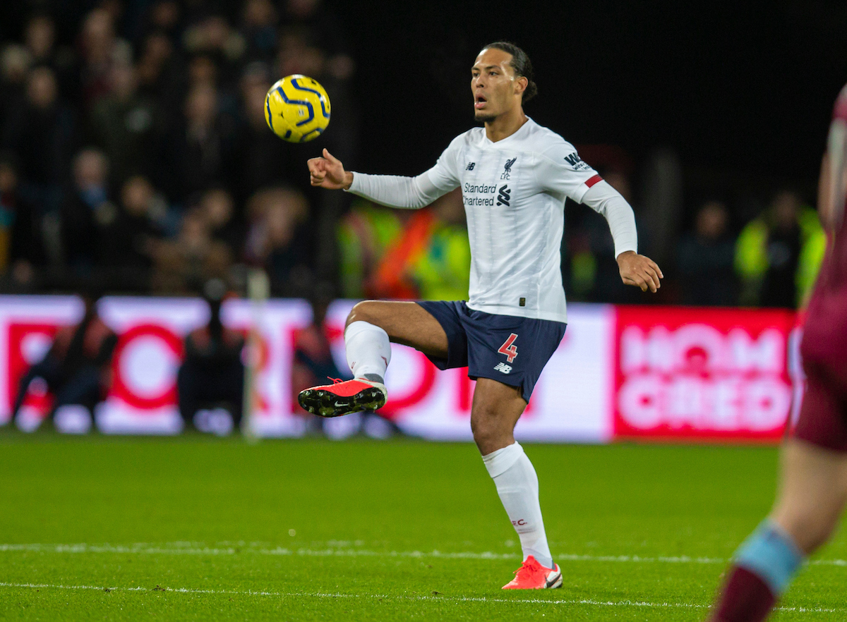 LONDON, ENGLAND - Wednesday, January 29, 2020: Liverpool's Virgil van Dijk during the FA Premier League match between West Ham United FC and Liverpool FC at the London Stadium. (Pic by David Rawcliffe/Propaganda)