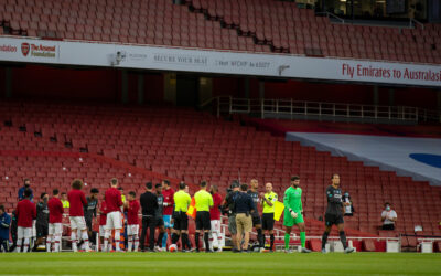 Arsenal players give Champions Liverpool a guard of honour during the FA Premier League match between Arsenal FC and Liverpool FC at the Emirates Stadium