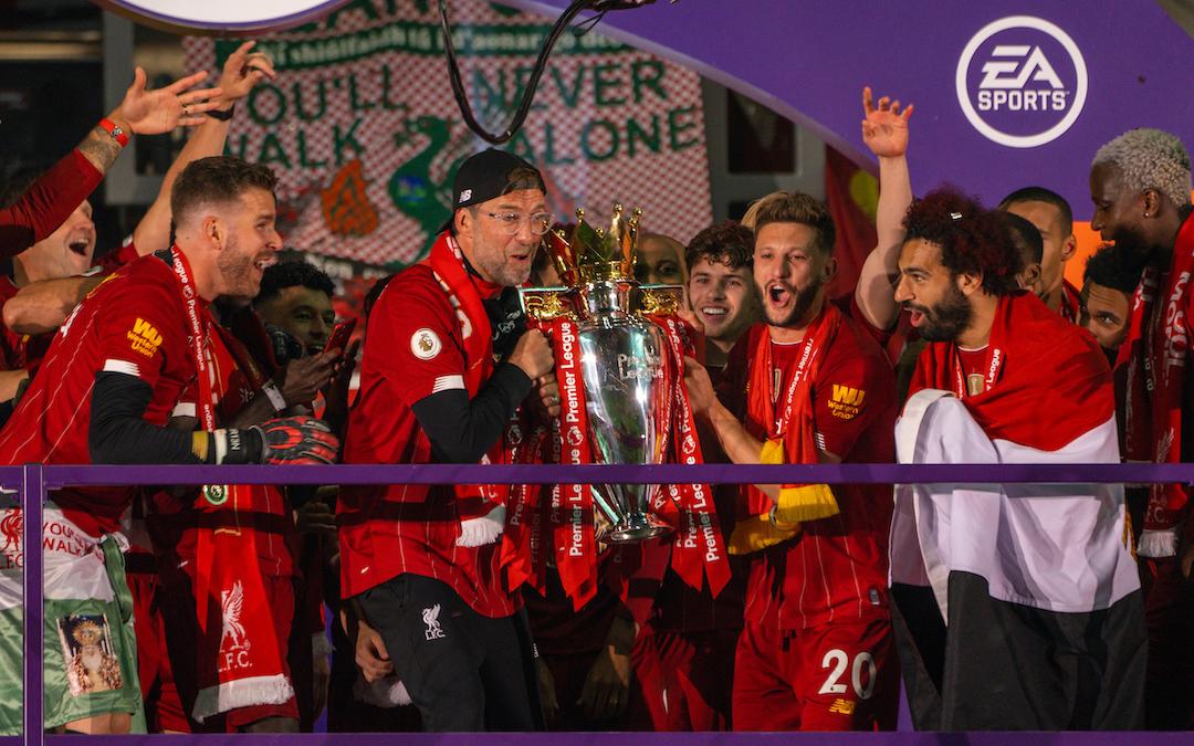 Liverpool's manager Jürgen Klopp and Adam Lallana lift the Premier League trophy