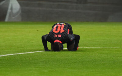 Liverpool's Sadio Mané kneels to pray as he celebrates after scoring the second goal during the UEFA Champions League Round of 16 1st Leg game between RB Leipzig and Liverpool FC at the Puskás Aréna