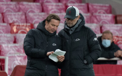 Liverpool's manager Jürgen Klopp (R) and first-team development coach Pepijn Lijnders during the FA Premier League match between Arsenal FC and Liverpool FC at the Emirates Stadium